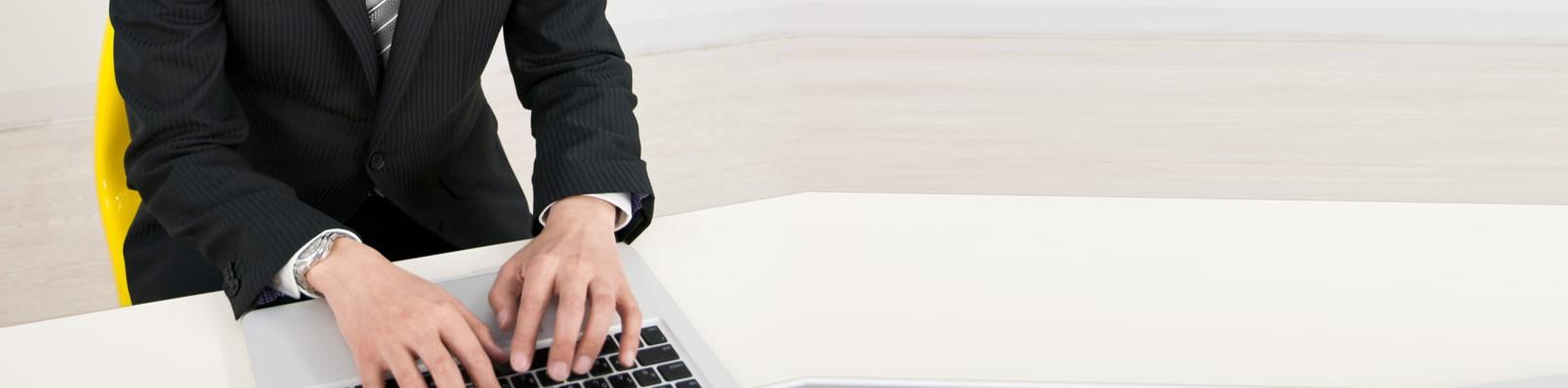 職場の腰痛予防体操~腰痛予防にはオフィスでお腹を伸ばす?のコラムです。